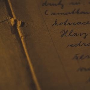 Vanhaa tekstiä paperilla suomeksi
